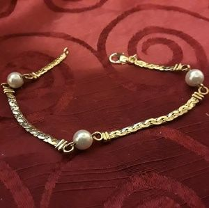 Gold tone and cultured pearl bracelet